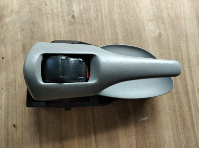 Ручка двери внутренняя Toyota Corolla Fielder NZE144 задняя правая (б/у)