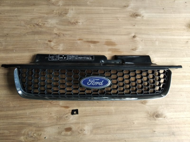 Решетка радиатора Ford Escape EP3WF (б/у)