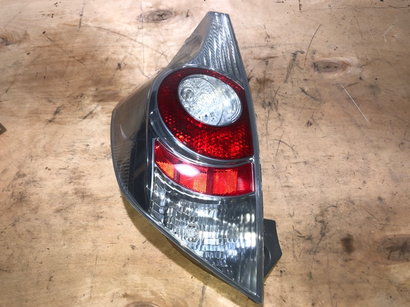 Стоп-сигнал Toyota Aqua NHP10 1NZFXE 2014 задний левый (б/у)