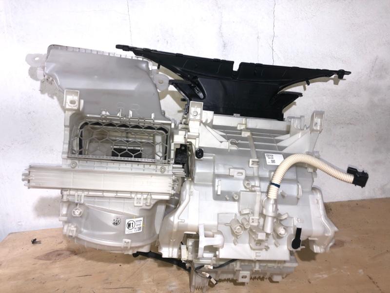 Корпус моторчика печки Toyota Aqua NHP10 1NZFXE 2014 передний (б/у)