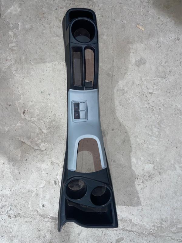 Консоль между сидений Toyota Aqua NHP10 1NZFXE 2014 (б/у)