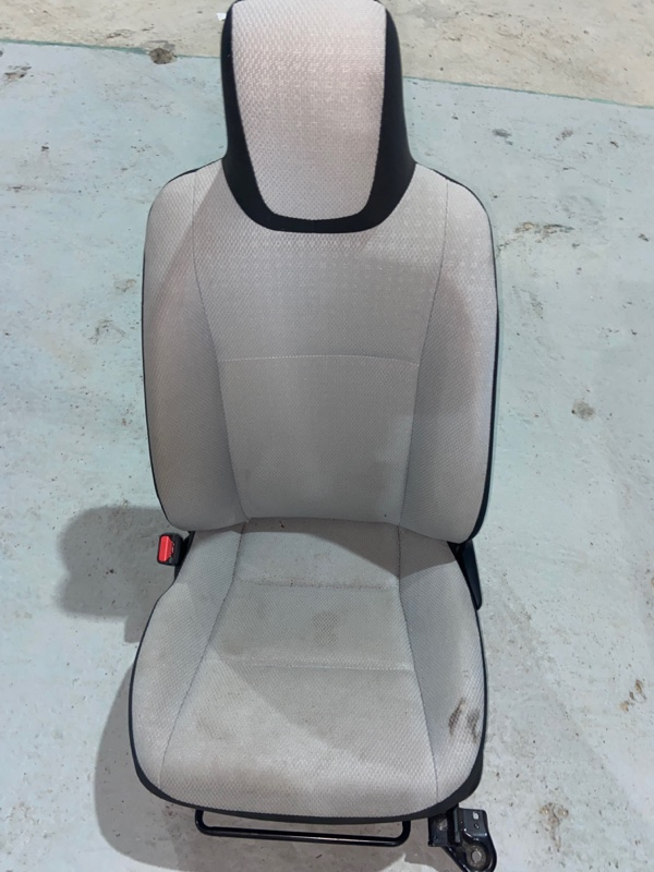Сиденье Toyota Aqua NHP10 1NZFXE 2014 переднее левое (б/у)