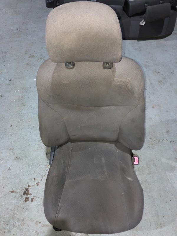 Сиденье Toyota Prius ZVW30 2ZR-FXE 2010.11 переднее правое (б/у)