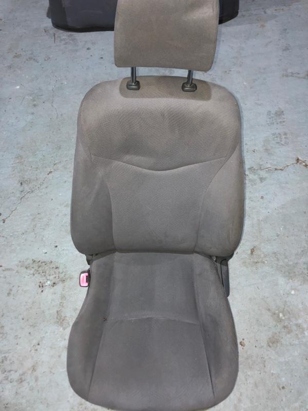 Сиденье Toyota Prius ZVW30 2ZR-FXE 2010.11 переднее левое (б/у)