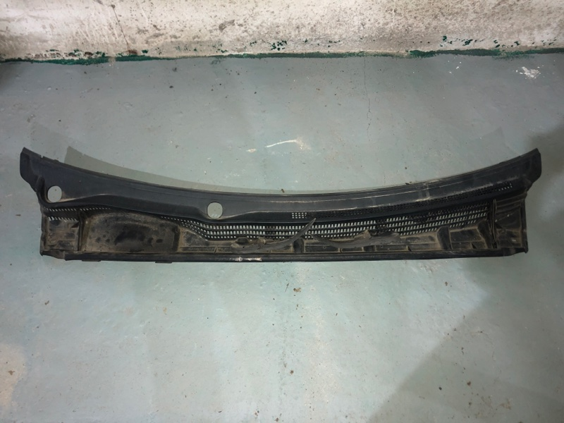 Решетка под лобовое стекло Toyota Prius ZVW30 2ZR-FXE 2010.11 (б/у)