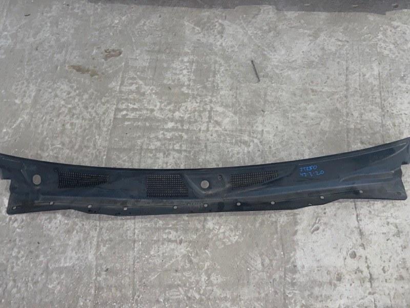 Решетка под лобовое стекло Nissan Terrano Regulus JTR50 (б/у)