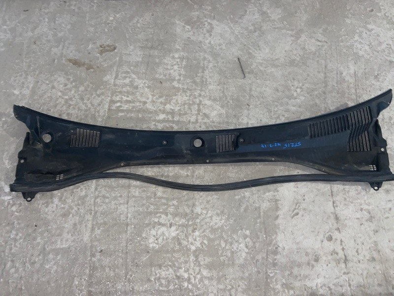 Решетка под лобовое стекло Toyota Corona Premio ST215 (б/у)
