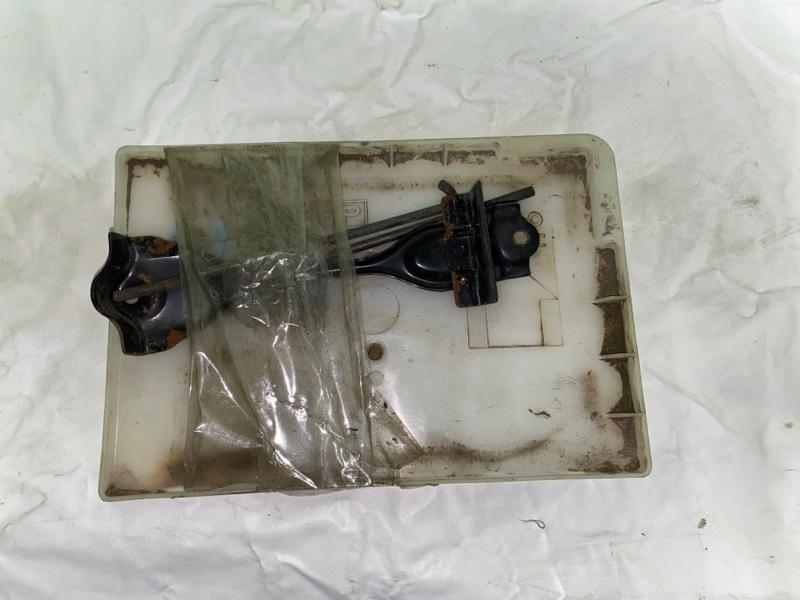 Крепление аккумулятора Nissan X-Trail NT30 (б/у)