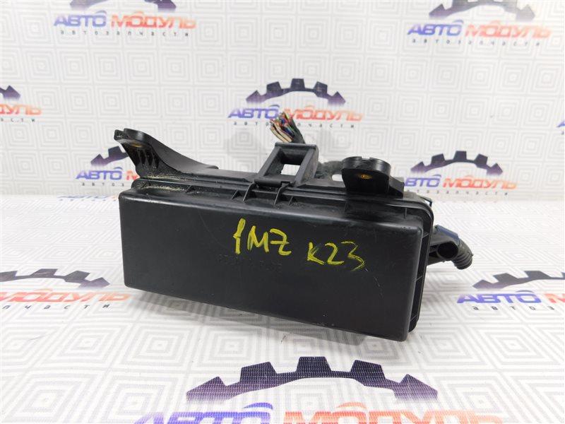 Блок предохранителей Toyota Alphard MNH10 1MZ