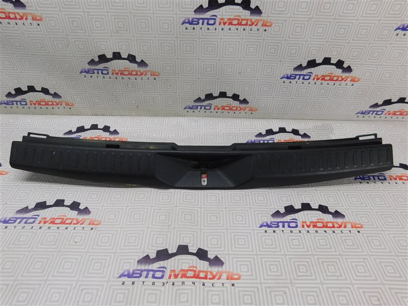 Накладка замка багажника Toyota Corolla Fielder NZE141-9018138 1NZ-FE 2007 задняя