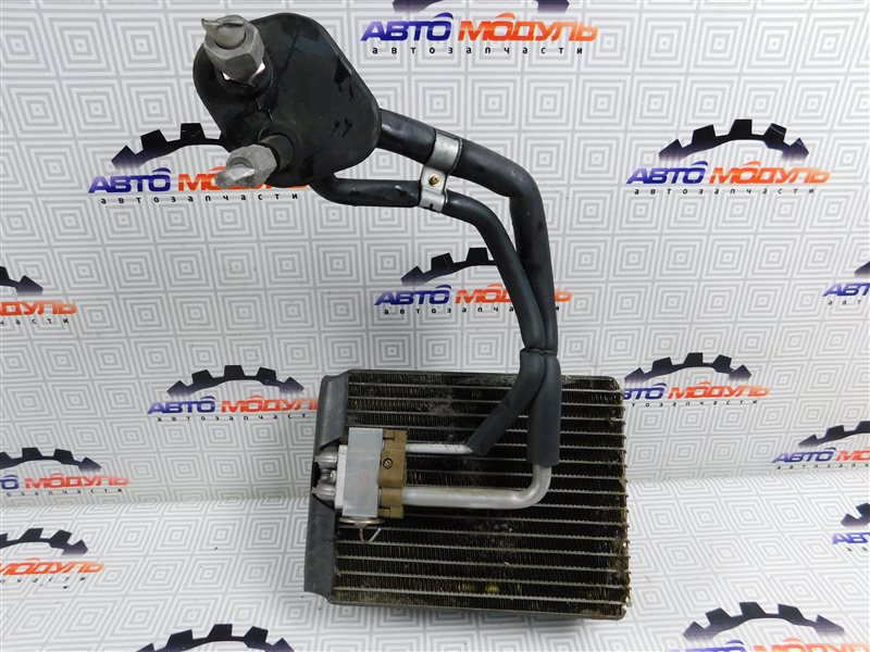 Испаритель кондиционера Toyota Ipsum SXM10-0072696 3S-FE 1997 передний