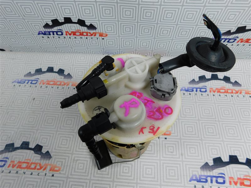 Топливный насос Toyota Avensis AZT250-0005209 1AZ-FSE 2003
