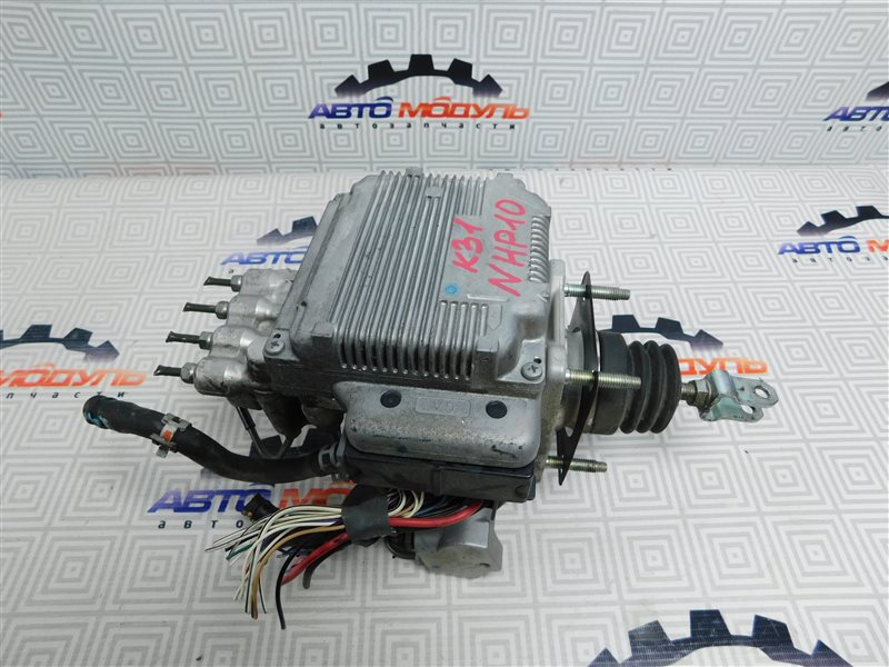 Главный тормозной цилиндр Toyota Aqua NHP10-6102815 1NZ-FXE 2012