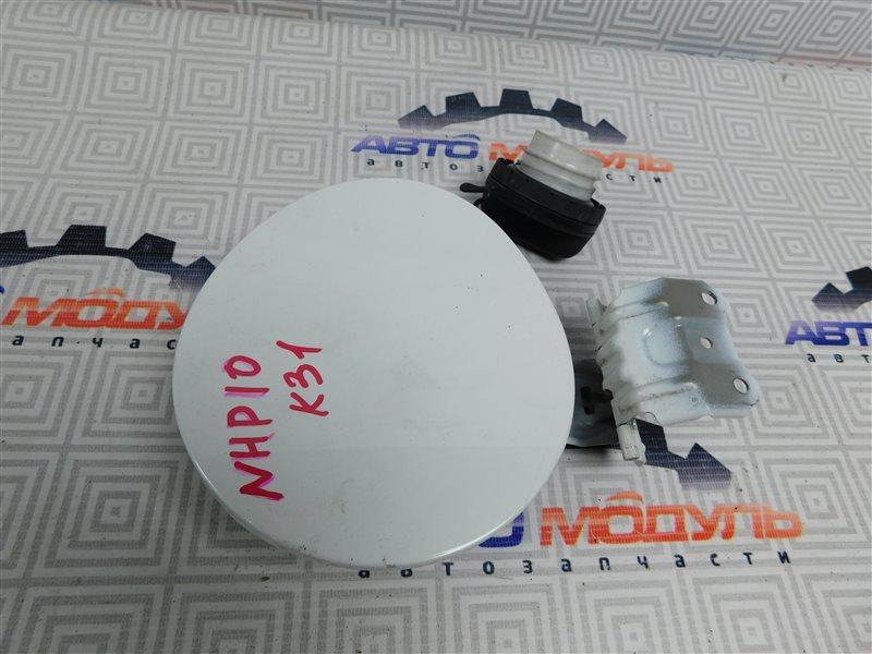 Лючок бензобака Toyota Aqua NHP10-6102815 1NZ-FXE 2012