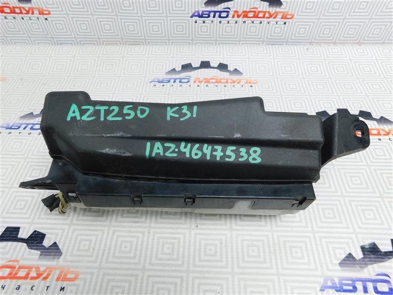 Блок предохранителей Toyota Avensis AZT250-0005209 1AZ-FSE 2003