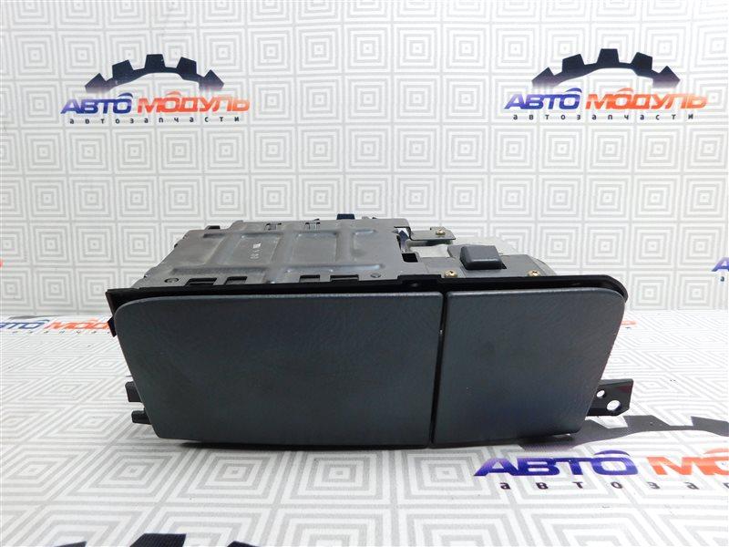 Подстаканник Honda Step Wagon RF5-1107085 K20A