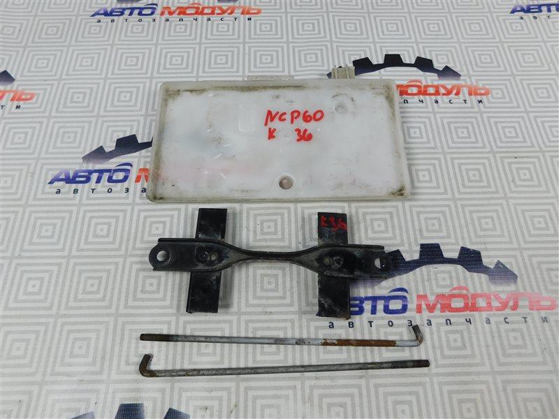 Крепление аккумулятора Toyota Ist NCP60-0238673 2NZ-FE 2006