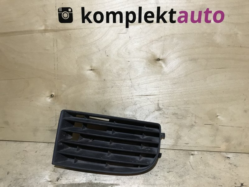 Решетка в бампер Volkswagen Golf 5 2003 передняя правая (б/у)
