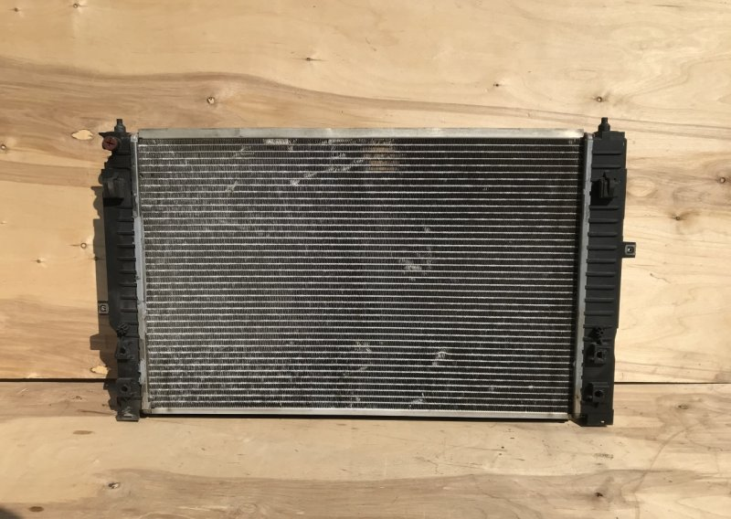 Радиатор основной Volkswagen Passat B5+ 2.4 2000 (б/у)