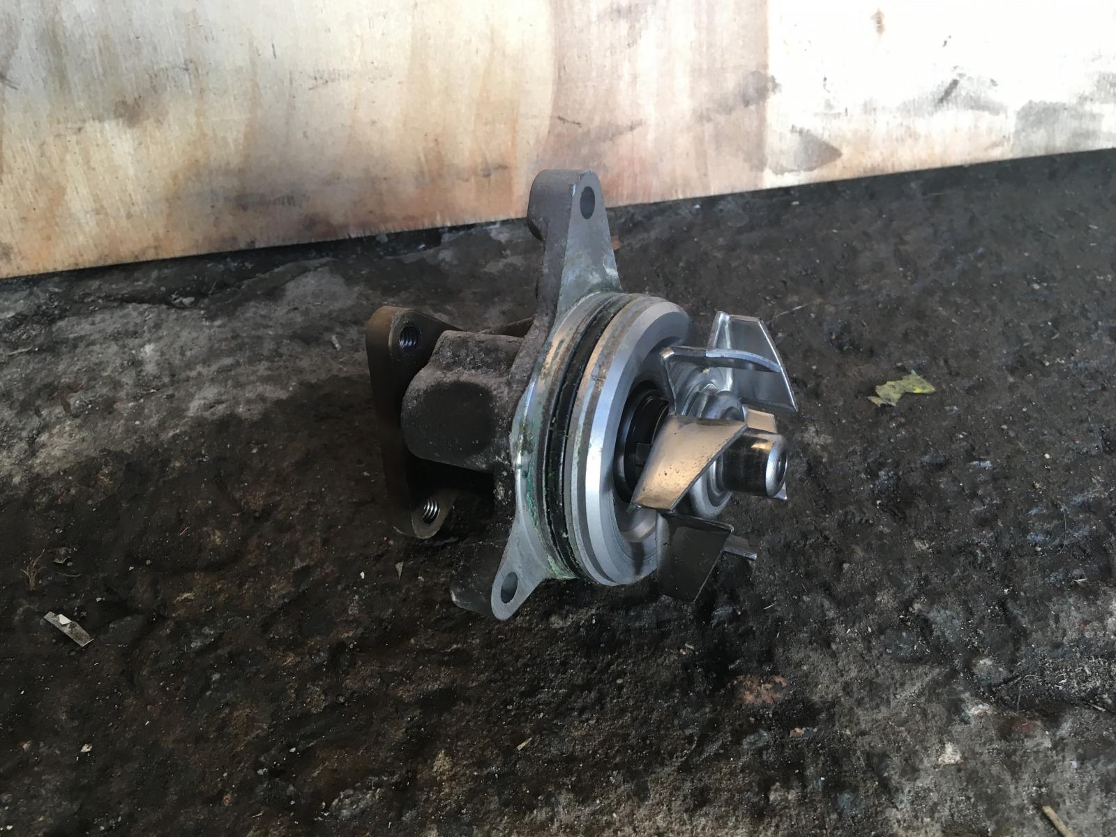 Водяная помпа Mazda 3 LF (б/у)