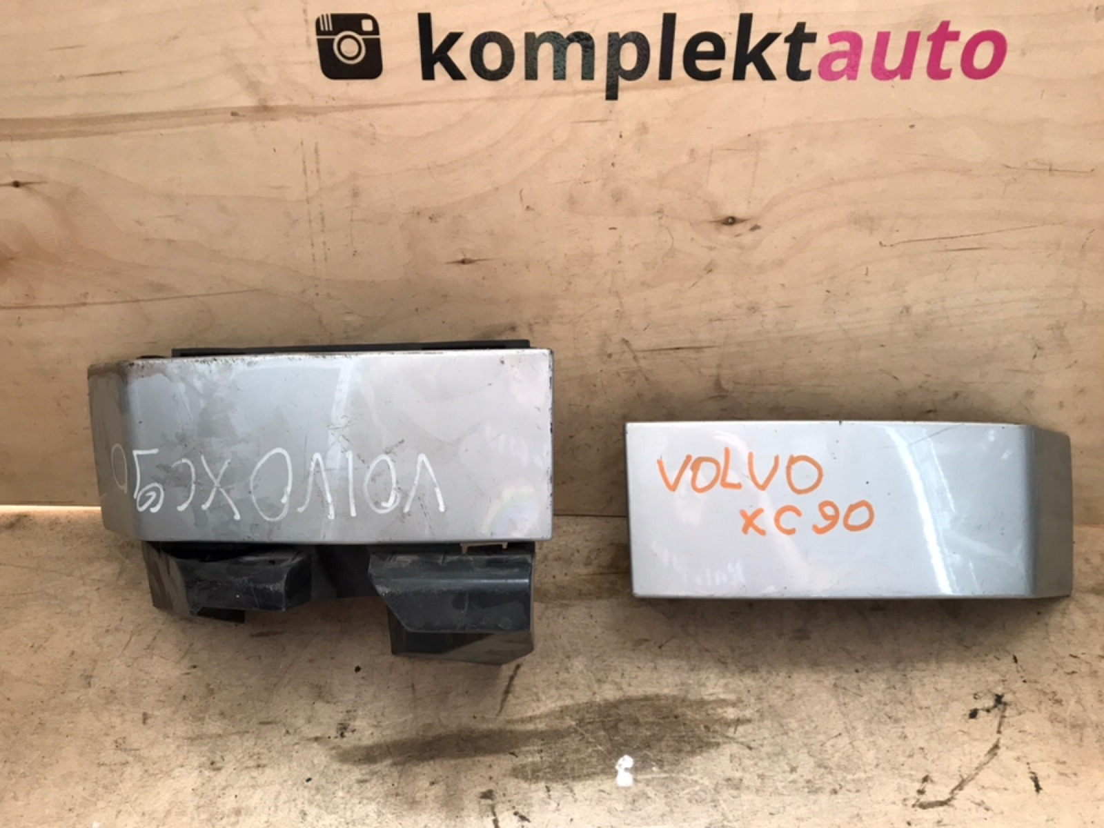 Планка под фонарь Volvo XC90 2002 задняя (б/у)