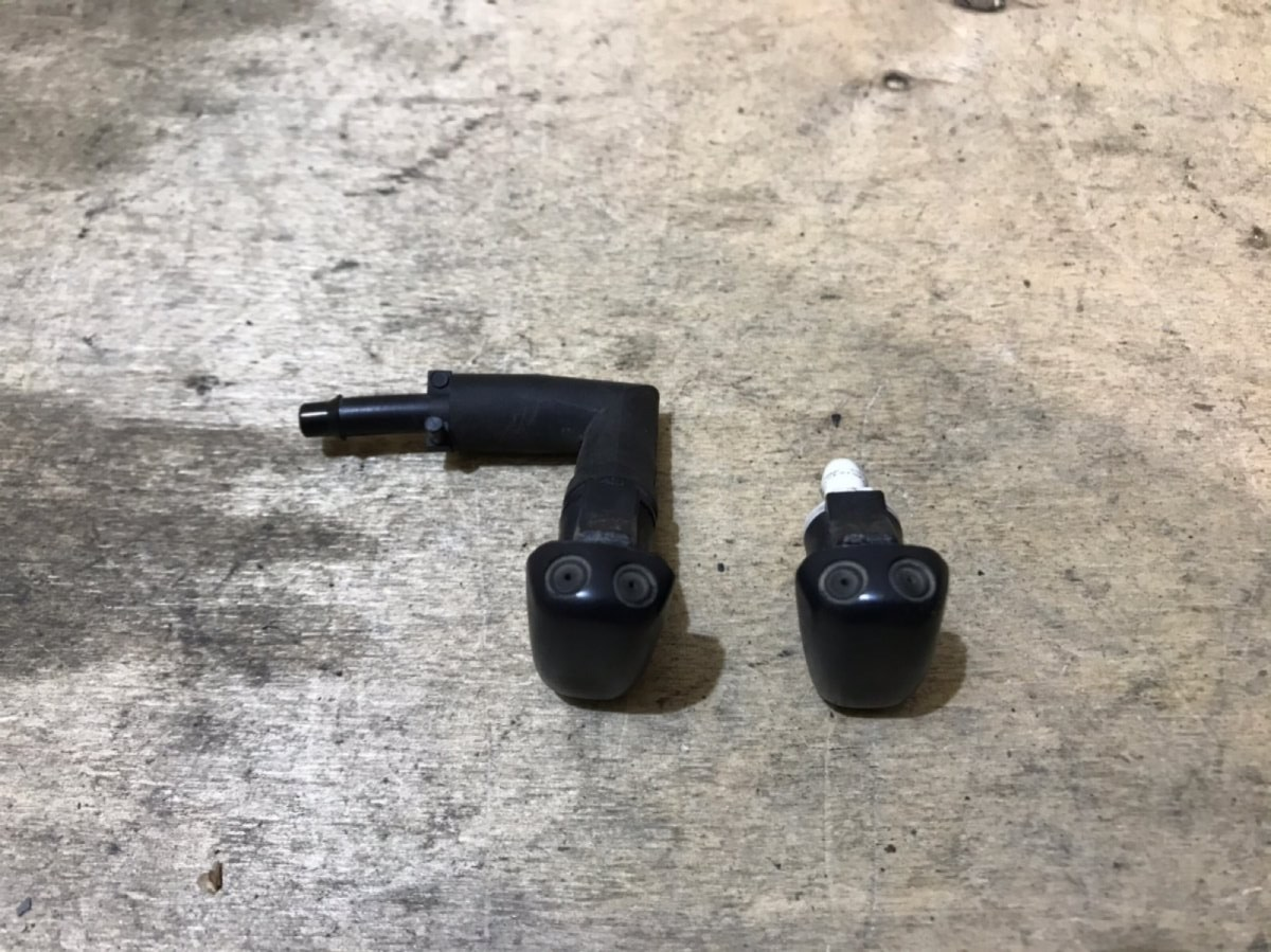 Форсунка омывателя лобового стекла Chrysler PT Cruiser (б/у)