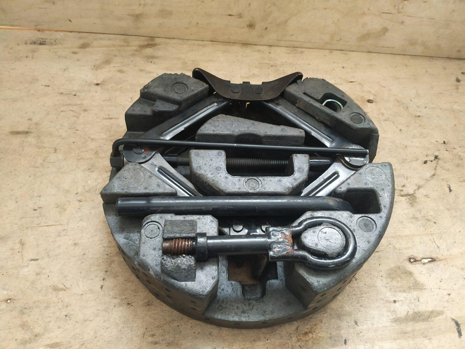 Ящик инструментов Ford Focus 3 СЕДАН 2011 задний (б/у)