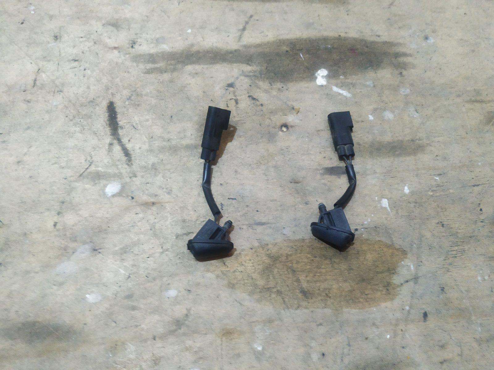 Форсунка омывателя лобового стекла Ford Focus 3 СЕДАН 2.0 TDCI 2011 (б/у)
