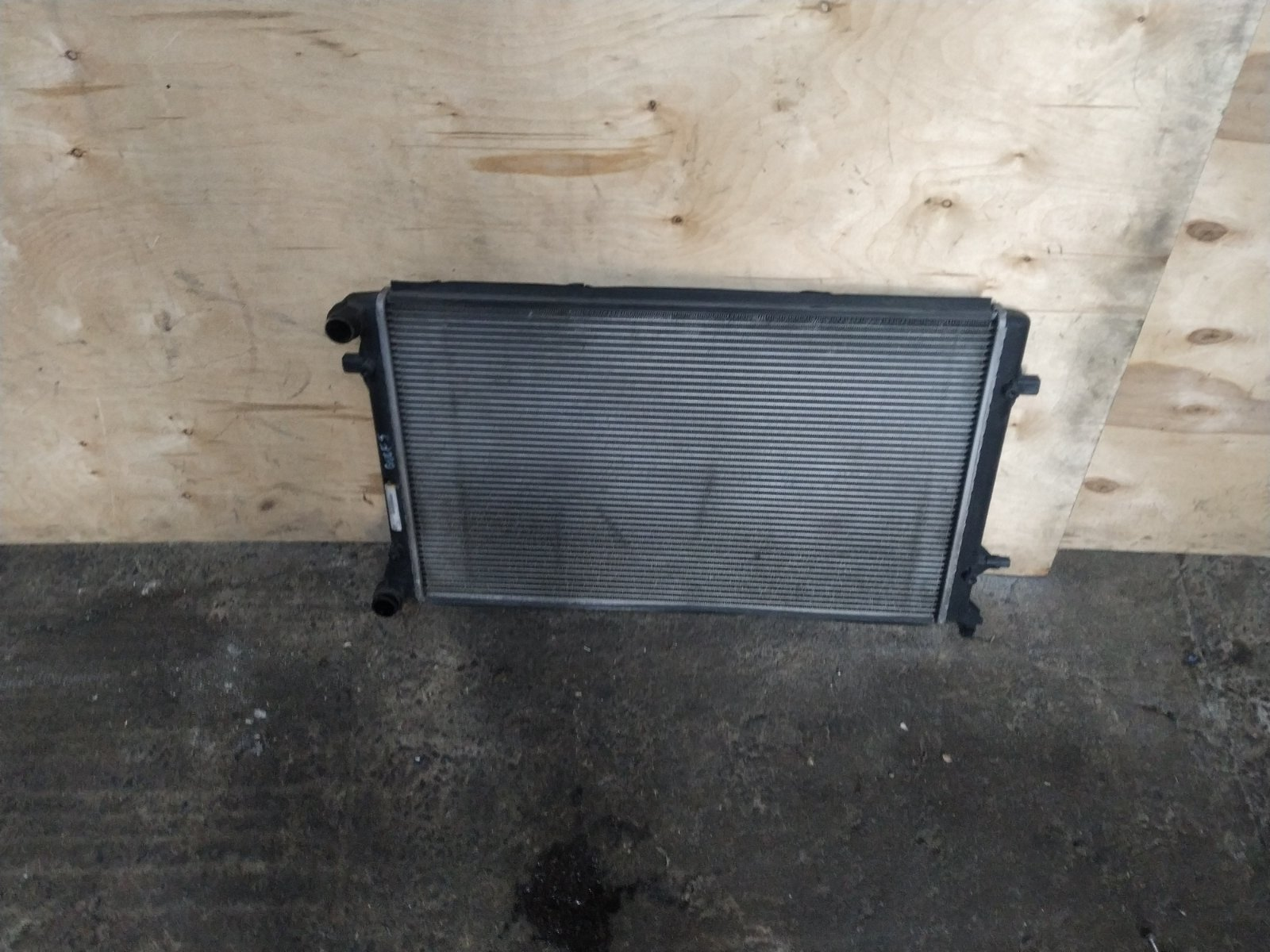 Радиатор основной Volkswagen Golf 5 2003 (б/у)
