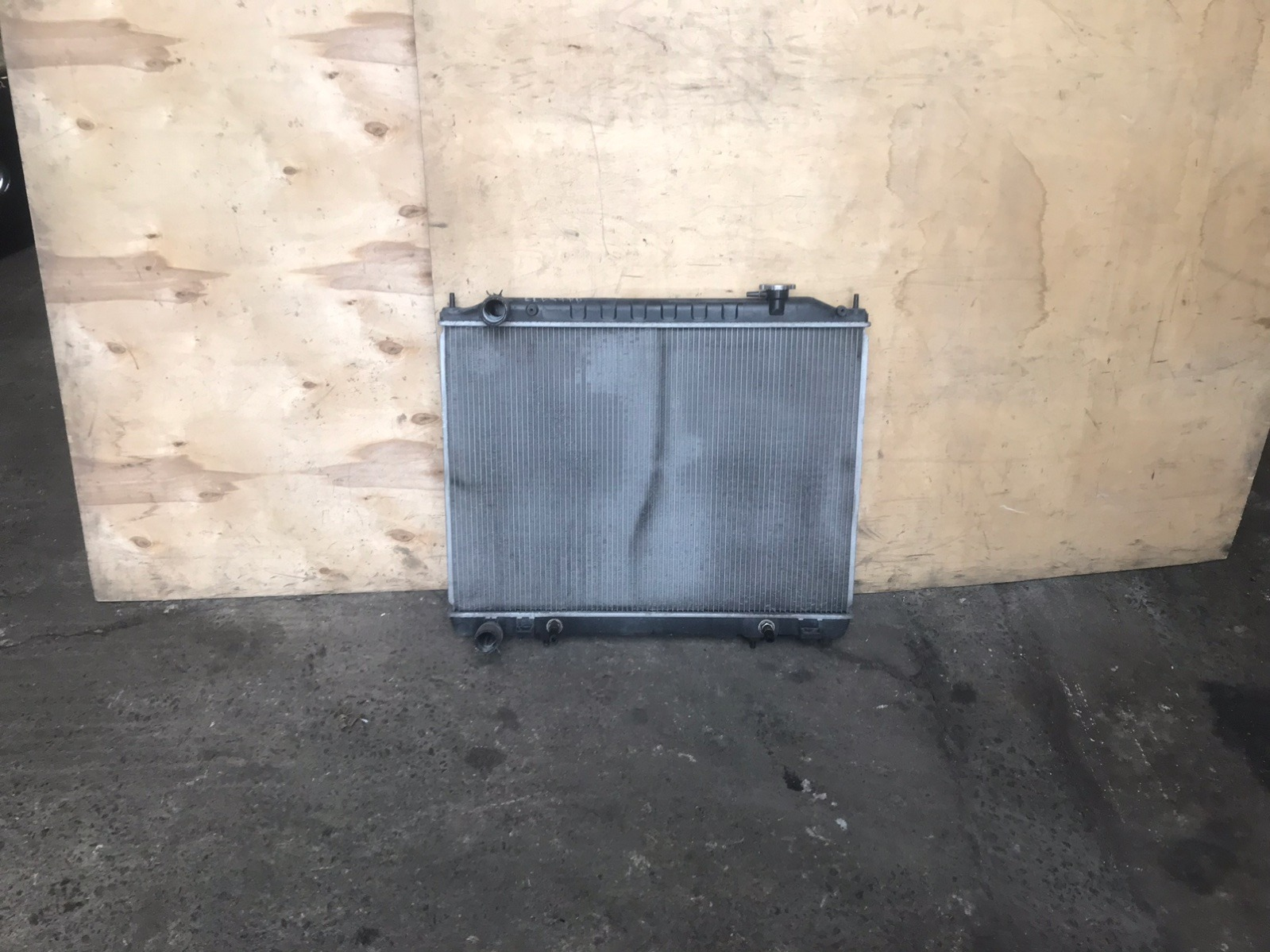 Радиатор основной Nissan Elgrand E51 VQ25 (б/у)