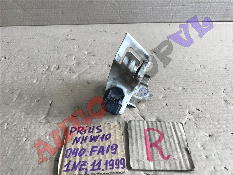 Крепление бампера Toyota Prius NHW10 1NZFXE 11.1999 переднее правое (б/у)