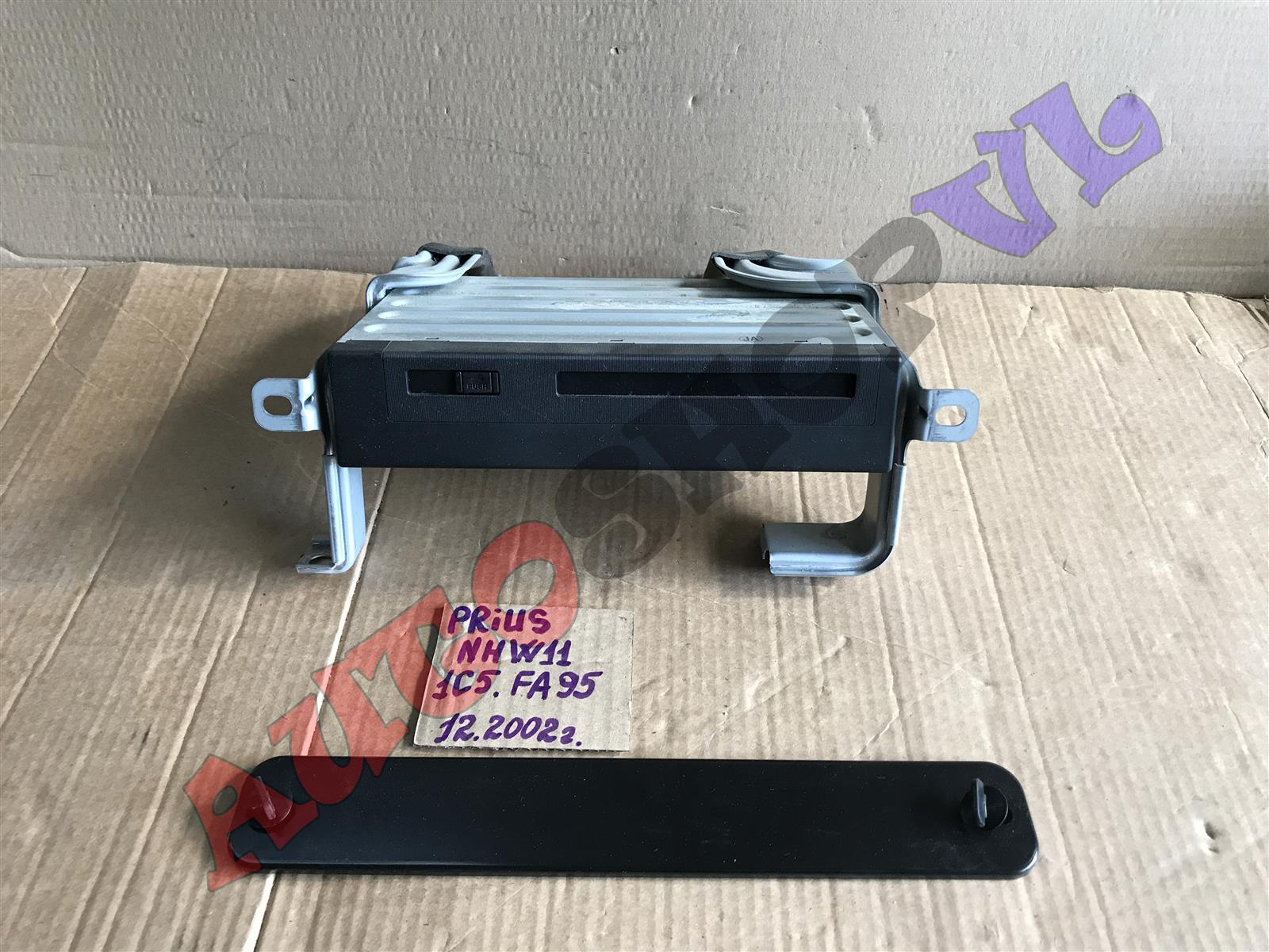Блок навигации Toyota Prius NHW11 1NZFXE 12.2002 (б/у)