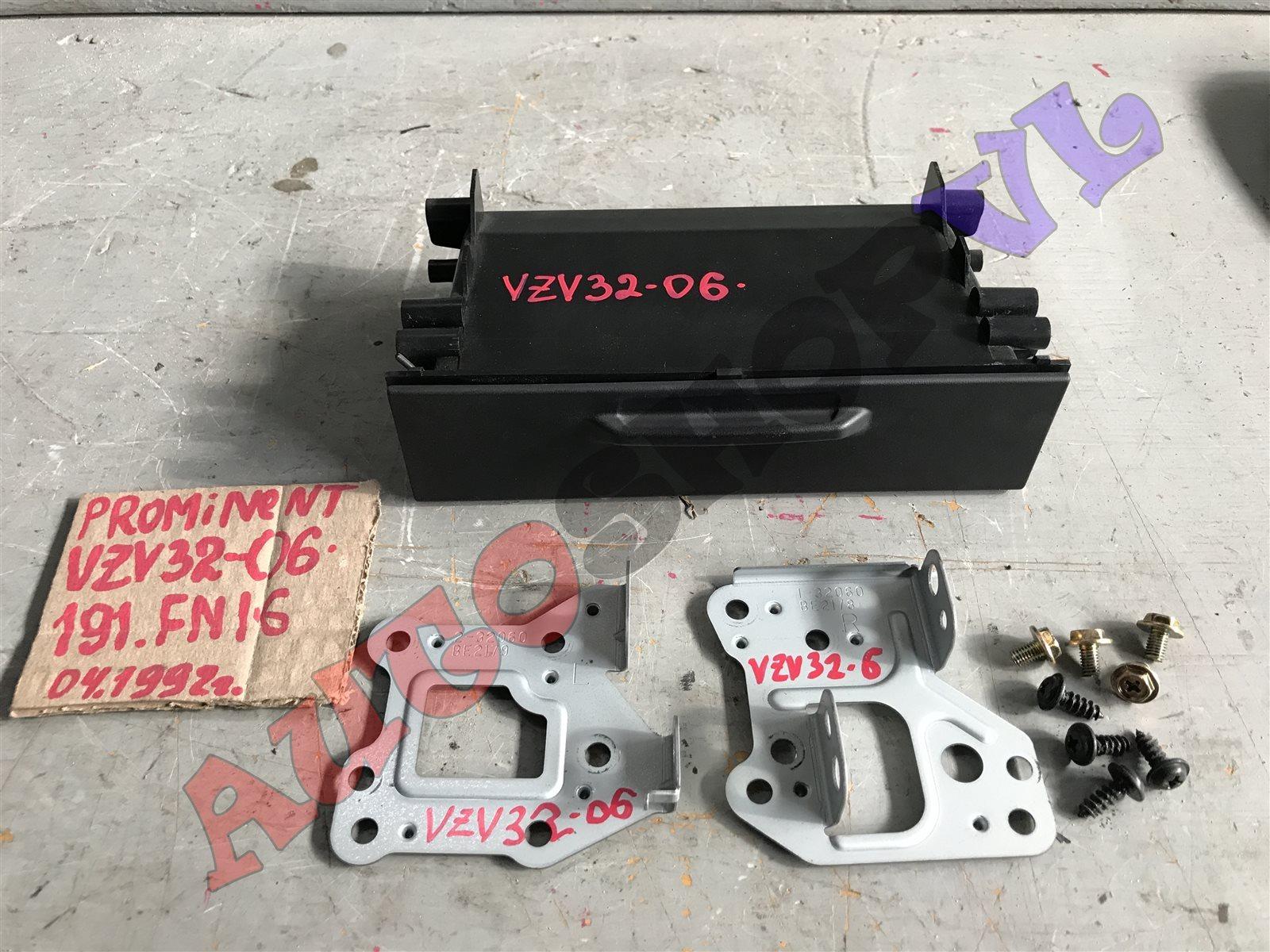 Крепление автомагнитолы Toyota Camry Prominent VZV33 (б/у)