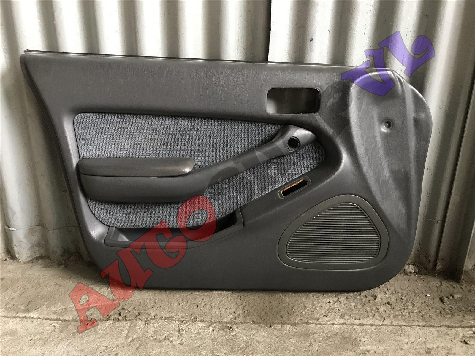 Обшивка дверей Toyota Vista SV30 передняя левая (б/у)