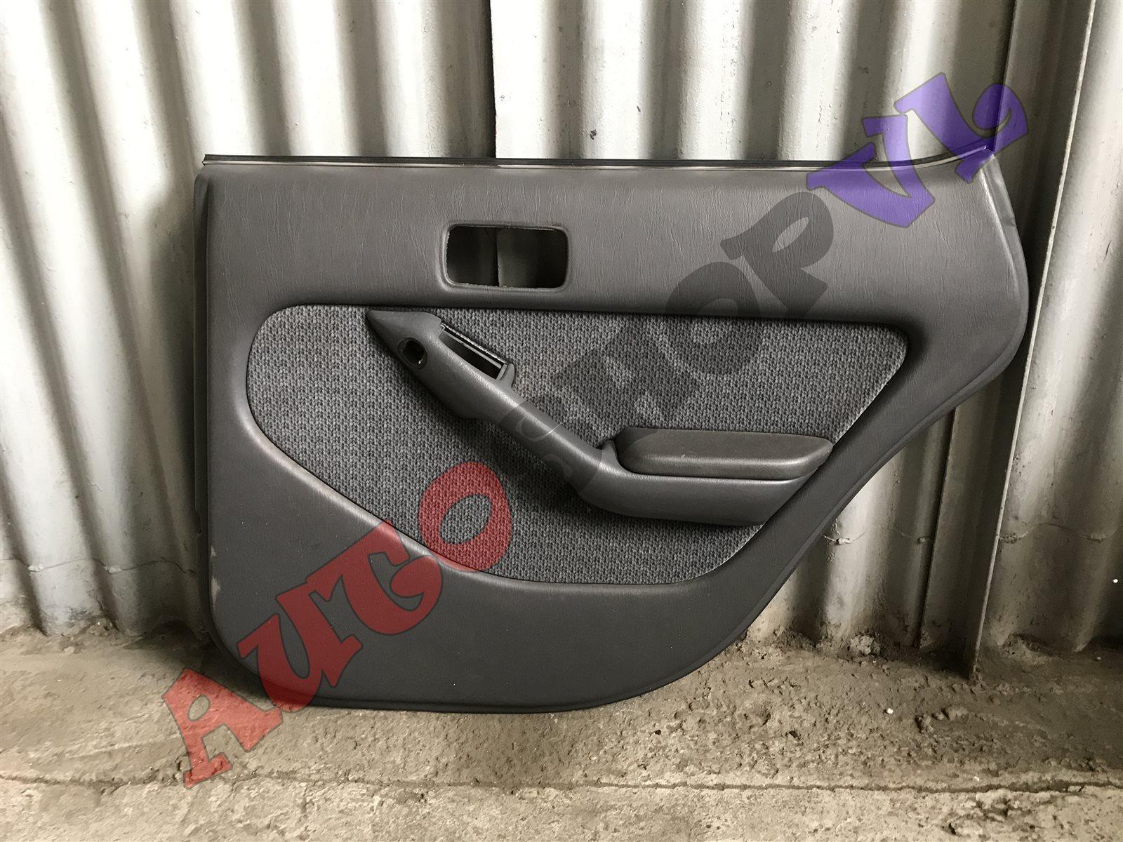 Обшивка дверей Toyota Vista SV30 задняя правая (б/у)