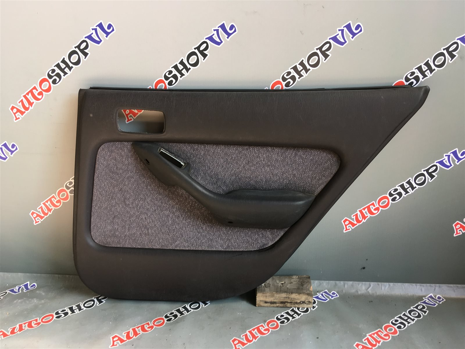 Обшивка дверей Toyota Camry SV30 задняя правая (б/у)
