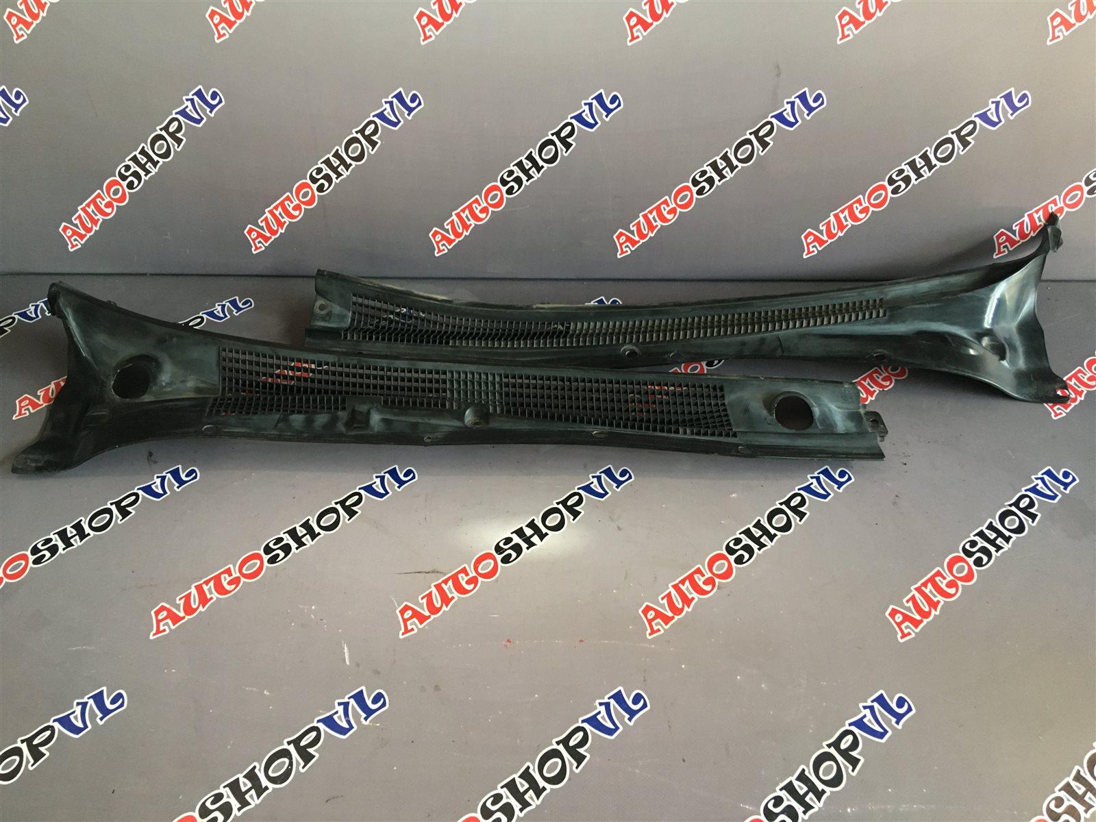 Решетка под дворники Toyota Vista SV30 (б/у)
