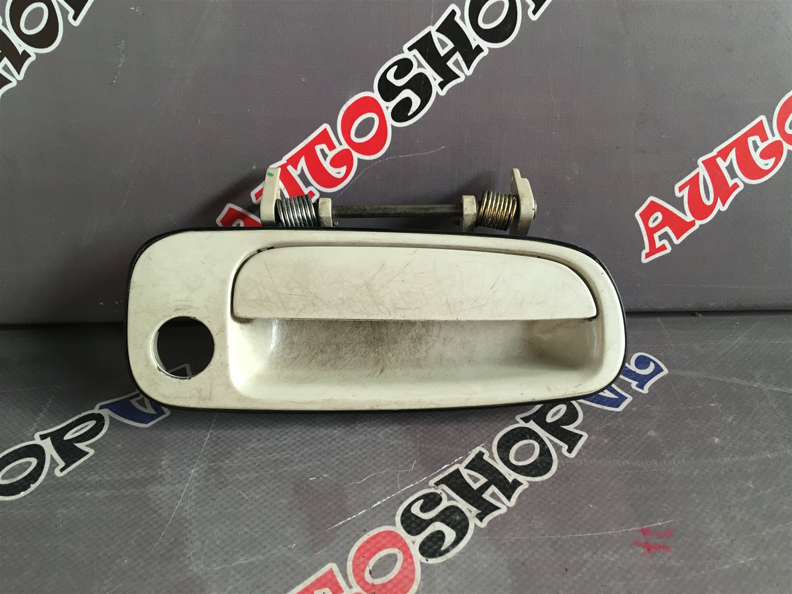 Ручка двери внешняя Toyota Vista SV30 передняя правая (б/у)