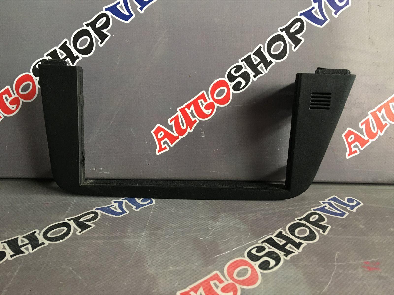 Консоль магнитофона Toyota Camry SV30 (б/у)
