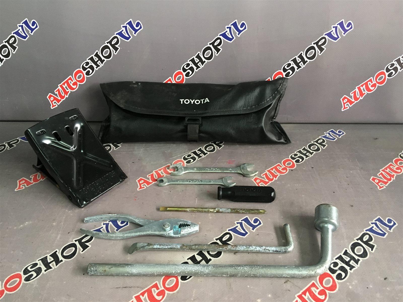 Набор инструмента Toyota Camry SV30 (б/у)