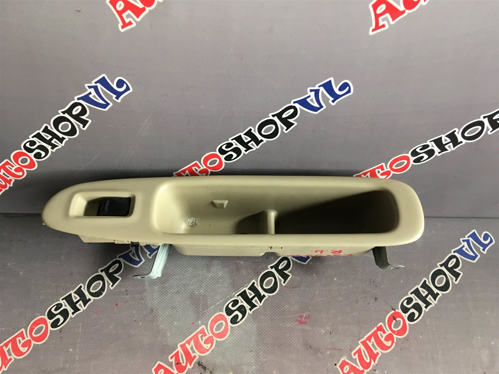 Кнопка стеклоподъемника Toyota Vista AZV50 1AZFSE задняя левая (б/у)