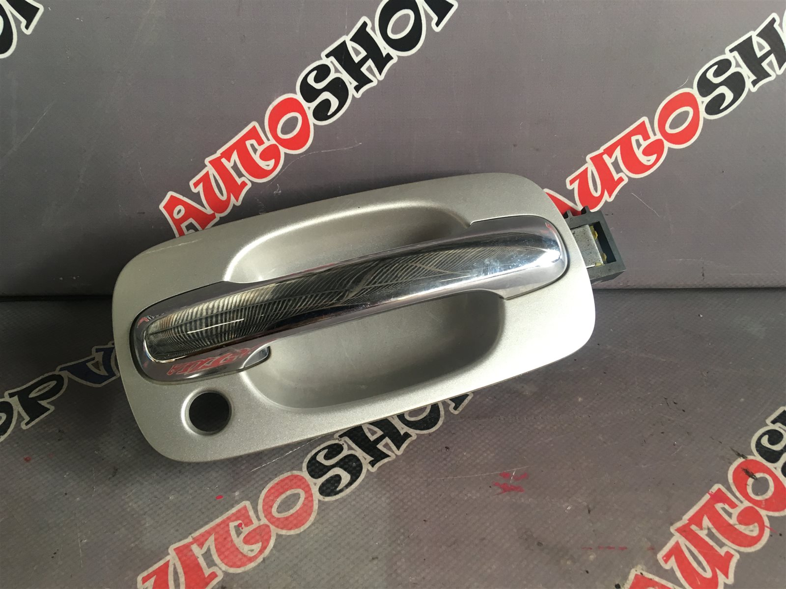 Ручка двери внешняя Toyota Vista AZV50 1AZFSE передняя правая (б/у)