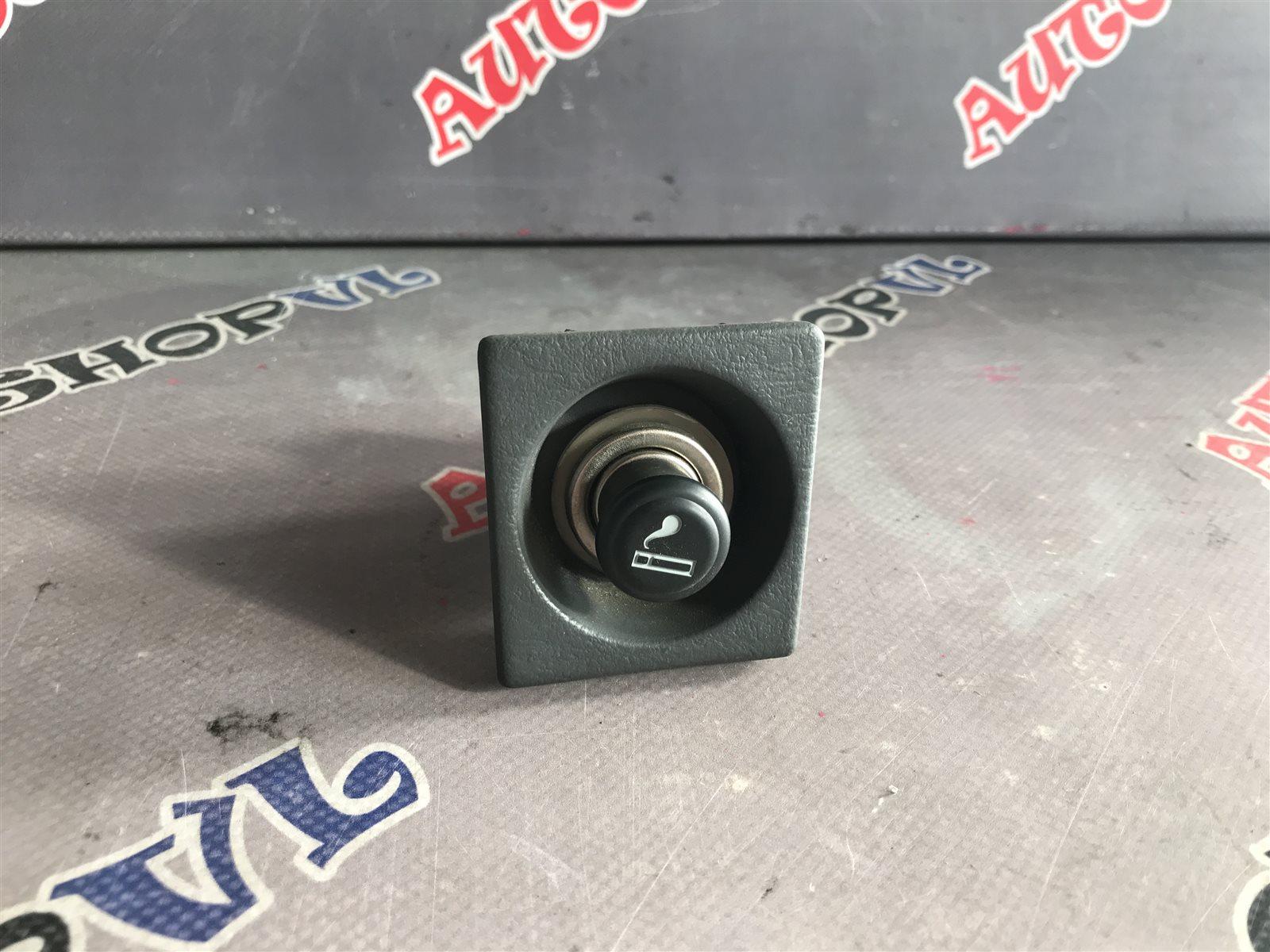 Гнездо прикуривателя Toyota Camry SV30 (б/у)