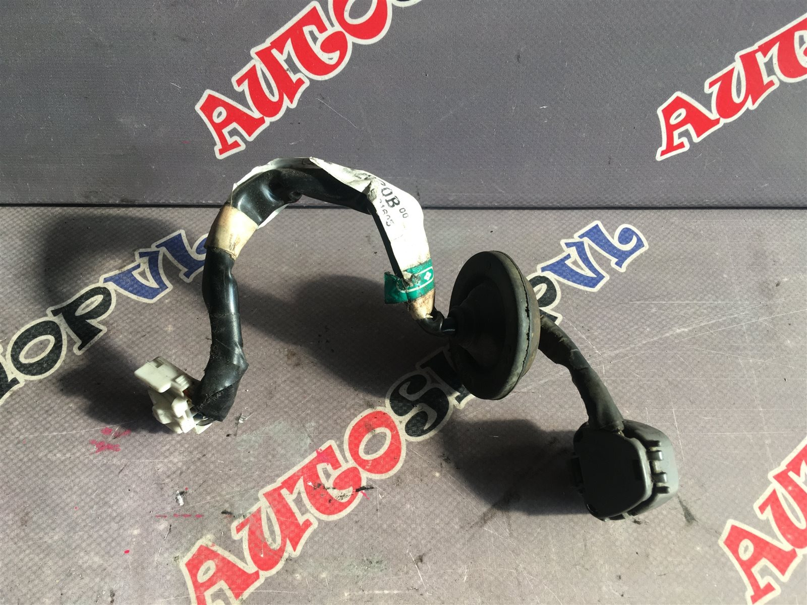 Проводка топливного насоса Toyota Camry SV30 (б/у)