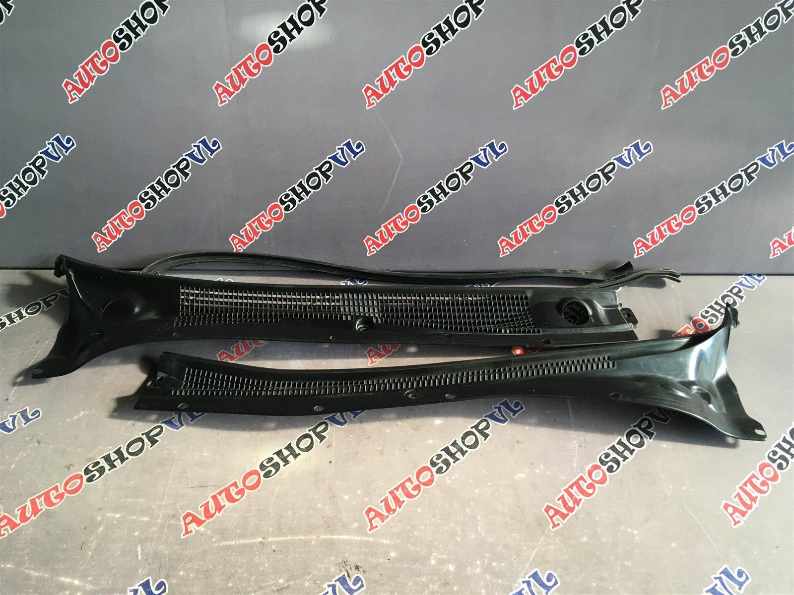 Решетка под дворники Toyota Camry SV30 (б/у)