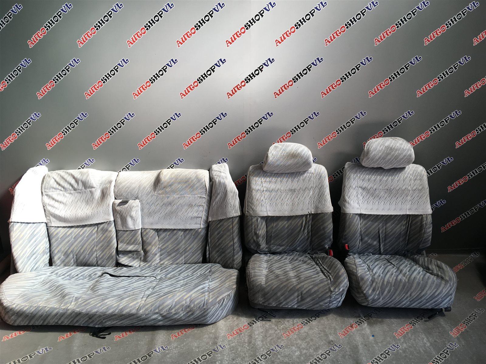 Чехлы на сидения Toyota Camry SV30 (б/у)