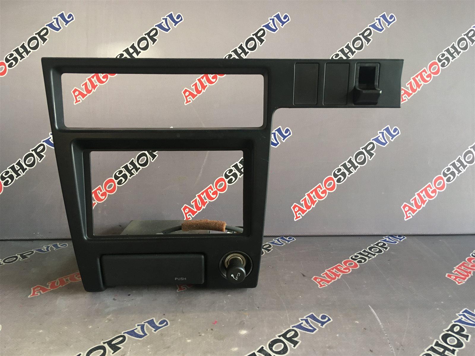 Консоль магнитофона Toyota Vista SV22 4SFI (б/у)