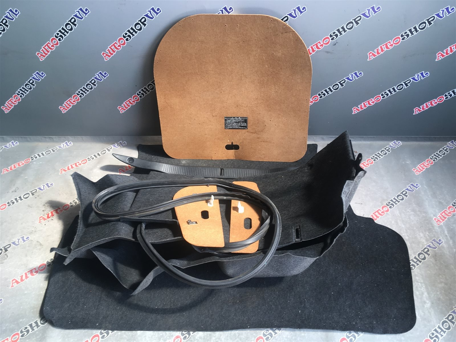 Обшивка багажника Toyota Vista SV30 (б/у)