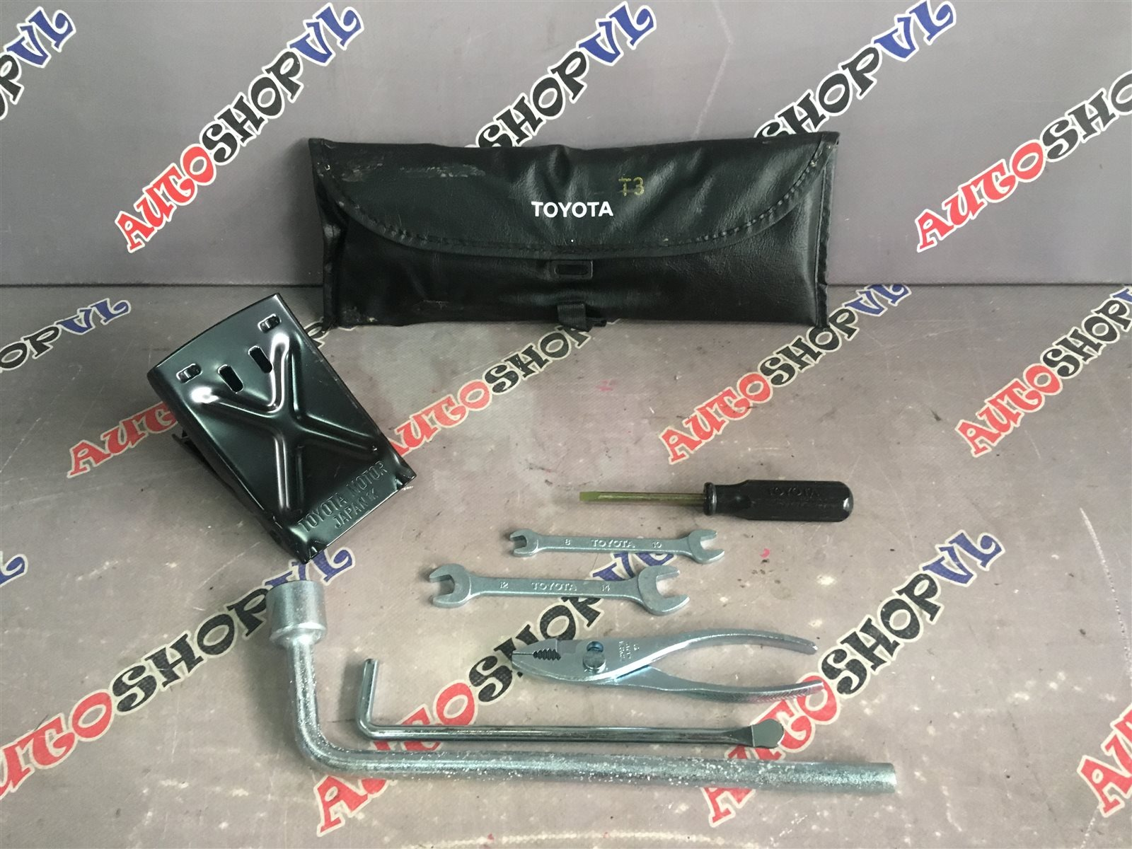 Набор инструмента Toyota Vista SV30 (б/у)