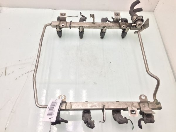 Топливная рампа Audi A8 D2 3.7 I 1999 (б/у)